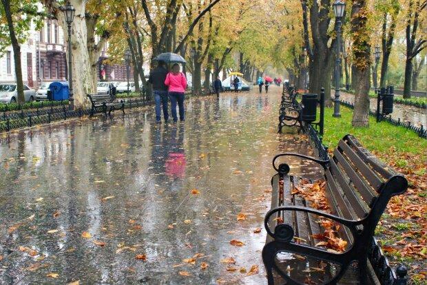 Харьковчане, всем - по зонтику: мокрая стихия поиграет с украинцами в догонялки 4 октября