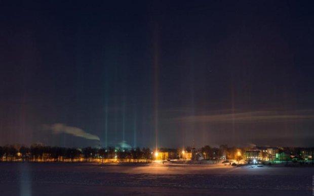 Пітер прокололи світлові стовпи: дивовижні фото