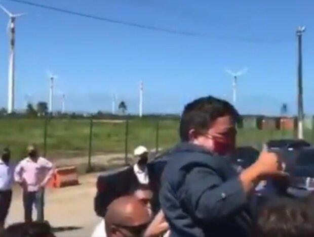 Болсонару і карлик, скріншот відео