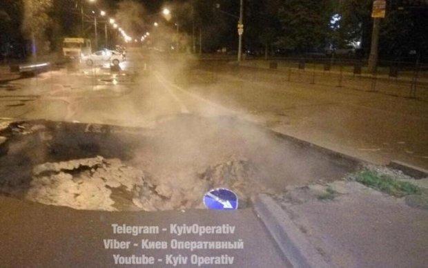 Сайлент Хілл у Києві: окріп на вулиці та десятки будинків без води
