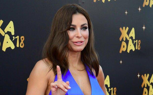 """Лорак без макияжа прогулялась по Лос-Анджелесу, фанаты не узнали: """"Не похожа на себя"""""""