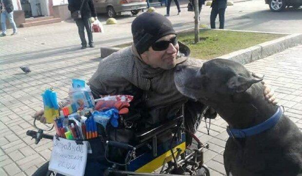 Инвалид-колясочник берется за утилизацию электроприборов, фото: Facebook