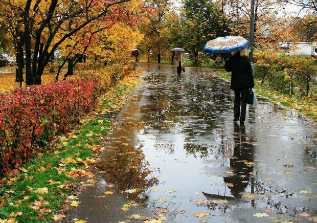 Дощова осінь повертається: стихія зіпсує франківчанам плани на 25 листопада
