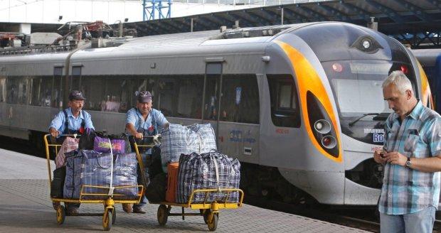 """Одесса ждет: """"Укрзализныця"""" запустила дополнительные рейсы до """"жемчужины моря"""", полный список"""