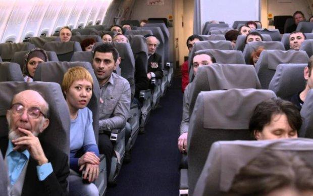 Літаки з сотнями пасажирів зчепилися: перші кадри