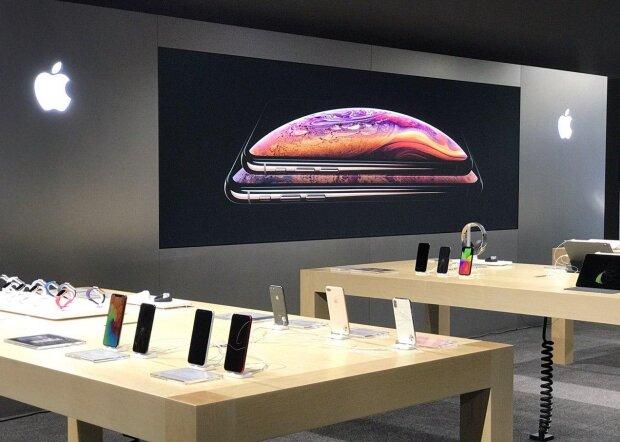 """После новой презентации Apple обвалили цены и сняли с производства некоторые модели iPhone: почти """"даром"""""""