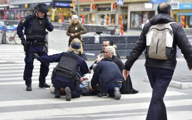 Копа штрикнули ножем у центрі Стокгольма: фото