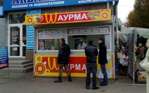 У Києві продавець шаурми напав на чоловіка з мачете