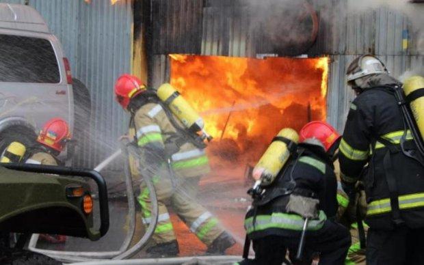 Нелюд познущався над парою харківських пенсіонерів і підпалив їх разом з будинком