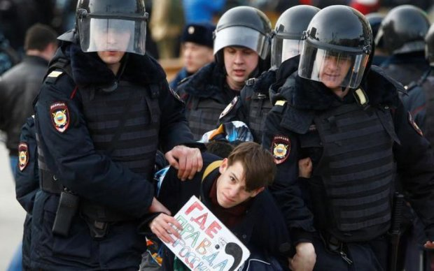 Російські копи вчилися розганяти мітинги на студентах