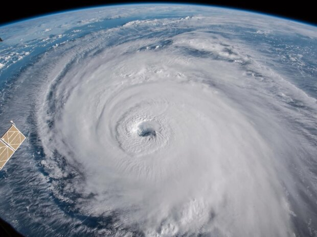 """Смертоносний ураган """"Лоренцо"""" насувається на Європу з шаленою швидкістю: в небезпеці кожен"""