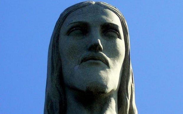У Христа за пазухой обнаружен любопытный предмет