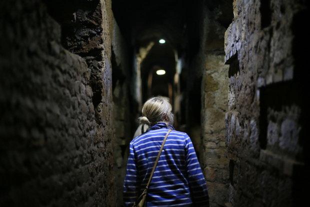 Українці знайшли таємну кімнату, кадри вражають: що приховують прадавні катакомби