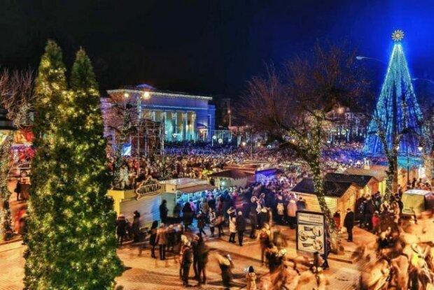 """В Хмельницком готовят рождественскую ярмарку, украинцы празднование не оценили: """"Больницы лучше оборудуйте кислородом!"""""""