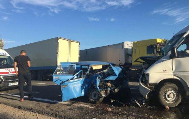 5 причин, чому в Україні так багато ДТП: недбалість водіїв і розбиті дороги