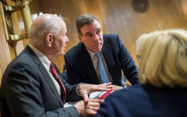 Сенат США: Кремль продолжит переписывать историю Европы