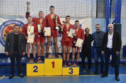 Юні харків'яни взяли золото на чемпіонаті України з самбо: кадри тріумфу