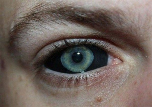 """Подозреваемый в убийстве татуировщицы рассказал, почему стал """"демоном"""": дьявольские глаза, когти и рога"""