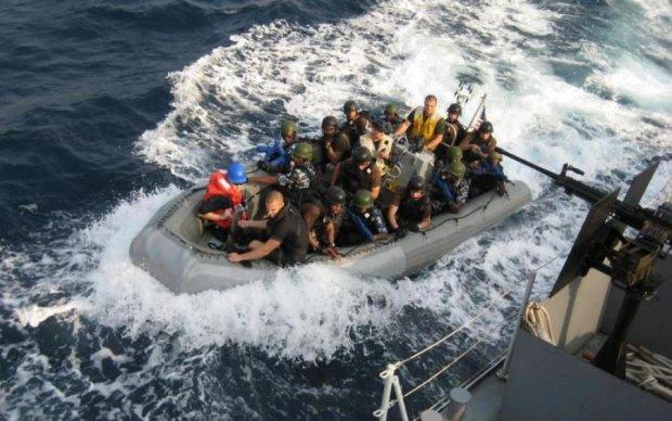 Пірати атакували судно з українцем на борту