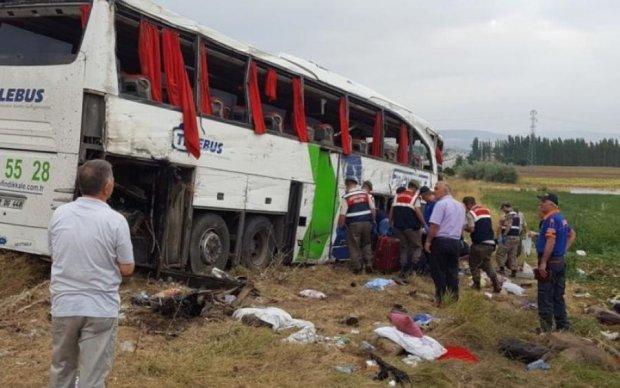Переполненный автобус попал в смертельное ДТП, десятки жертв