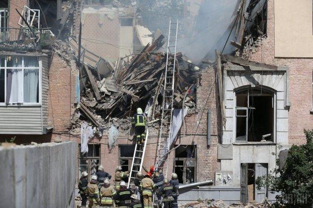 В России дом взлетел на воздух, под завалами десятки людей, счет идет на секунды