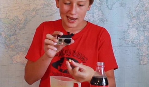 Експеримент показав реакцію зубів на  газовану воду (відео)