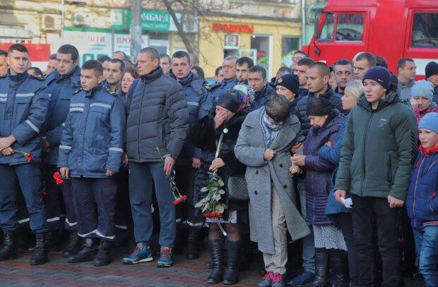 Похороны погибшего в одесском колледже спасателя, фото: Думская