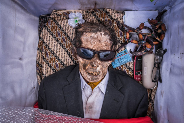 Иногда они возвращаются: зачем индонезийцы раз в три года выкапывают мертвецов
