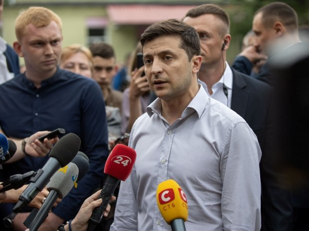 """Зеленський не стримався і влаштував скандал із журналісткою: """"Люди загинули, а вам жити погано"""""""