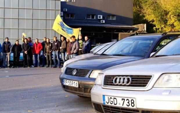 """Жодної легалізації: українцям розповіли, як влада наживається на """"євробляхах"""""""