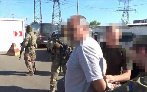 Інформатор бойовиків попався на любові до українських грошей