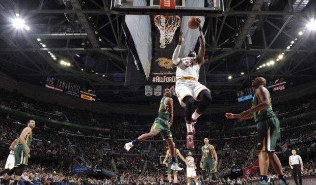 НБА: Кливленд сильнее Юты, Голден Стэйт уничтожил Орландо