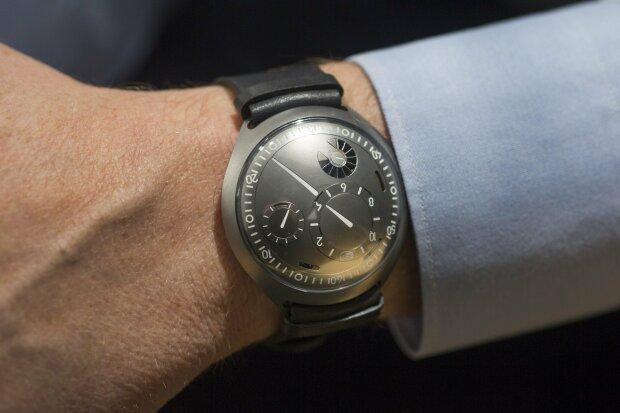 Уникальные бельгийские смарт-часы можно будет приобрести всего за 48 800 долларов