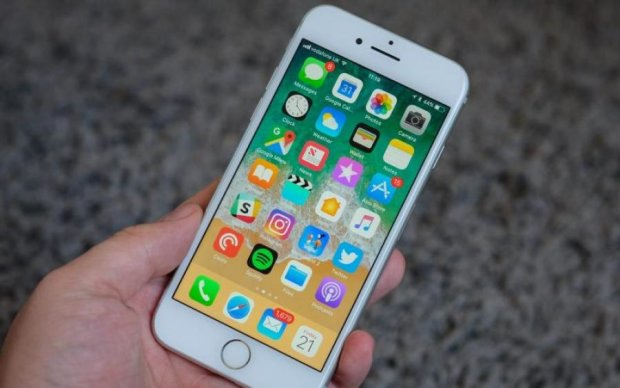 Блогер показав, як дивитися чужі фото на iPhone