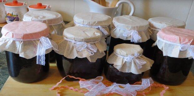 Приготування варення зі смородини, скріншот: Youtube