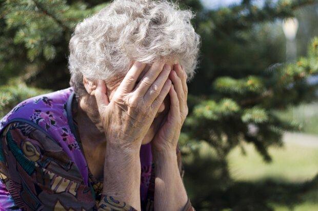 Трудовой стаж и накопительная пенсия в реальности: блогер показал, что ждет украинцев в старости - без слез не взглянешь