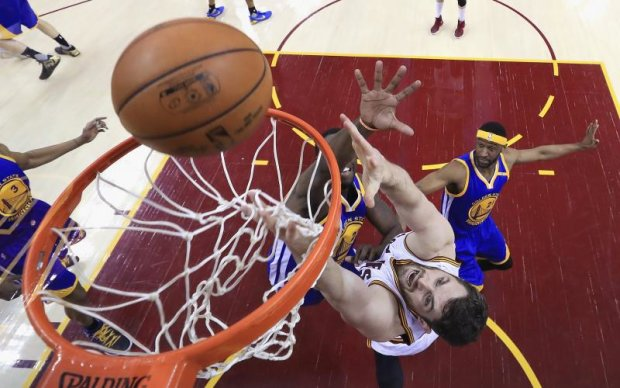 Голден Стейт - Клівленд: Найкращі моменти третього матчу фіналу НБА