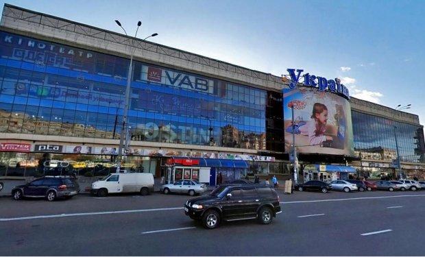 Массовая эвакуация и паника: в киевском ТЦ ищут бомбу