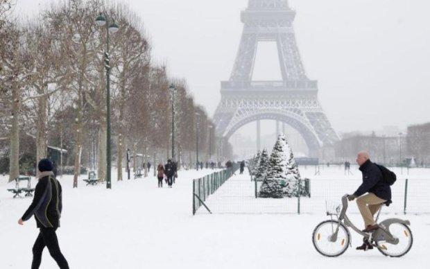 Погода напередодні 1 травня зіграла з французами злий жарт: відео