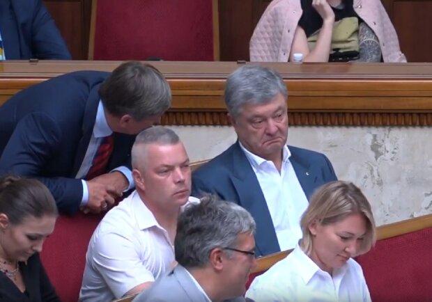 Вывод денег и сладкую жизнь Порошенко показали украинцам, опубликовано много интересных документов: полюбуйтесь
