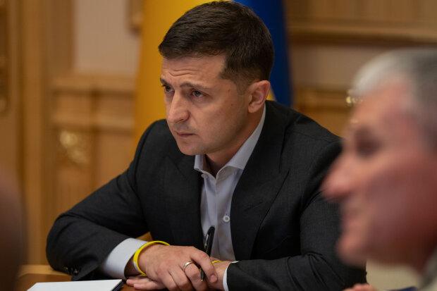 """""""Слуги"""" повстали проти Зеленського та заявили, що президент не завершить війну на Донбасі"""