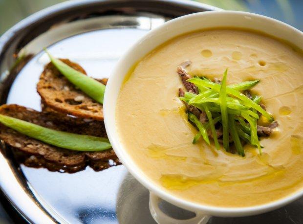 Пикантный рецепт супа-пюре с нутом и карри