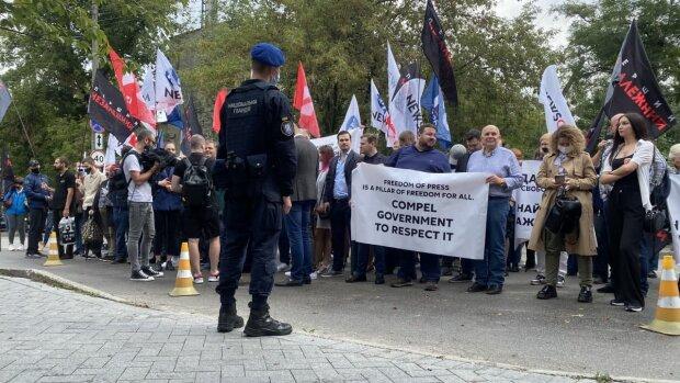 Блокировка властью независимых СМИ подрывает верховенство права в Украине и неприемлемо для ЕС, - журналисты закрытых медиа