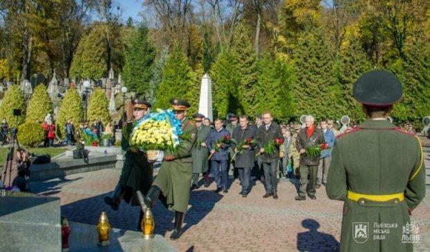 Львовяне отметили 97-ю годовщину провозглашения ЗУНР (фото)