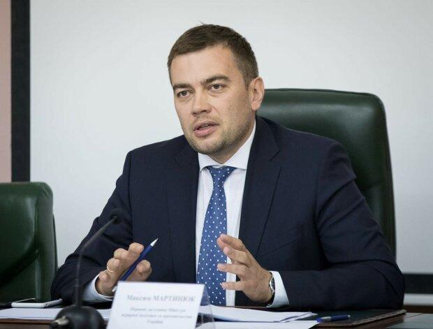 Максим Петрович Мартинюк досьє біографія компромат фото відео