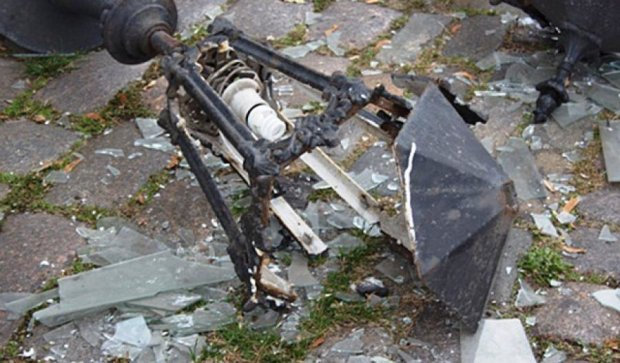 В Одесі вандали знищили старовинний ліхтар (фото)