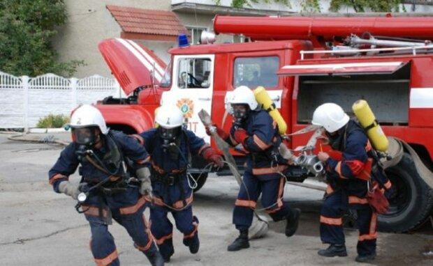 В Днепре спасатели вытащили из ловушки малыша: кроха ищет семью