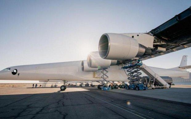 Самый большой самолет в мире прокатился с ветерком