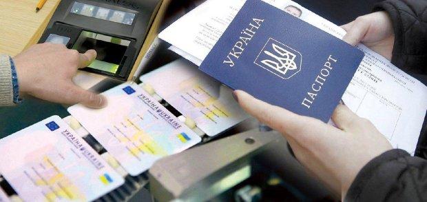 Власники ID-карт опинилися в заручниках: українцям масово відмовляють у послугах