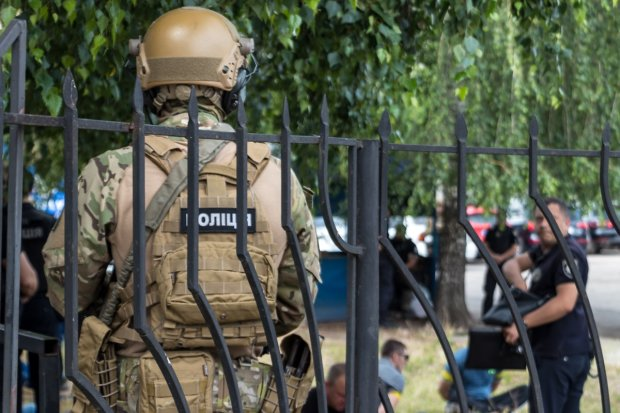В Киеве обезумевший полицейский вообразил из людей мишени прямо в зоне отдыха: детали